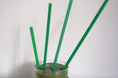 smoothie-with-kiwi-bananas-spirulina