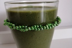 smoothie-with-kiwi-bananas-spirulina